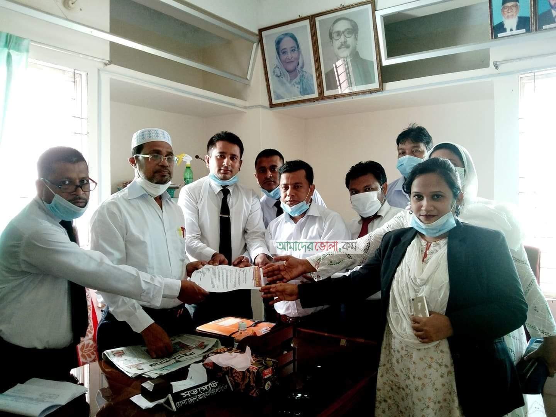 ভোলায় ছয় দফা দাবিতে শিক্ষানবিশ আইনজীবীদের প্রধানমন্ত্রী বরাবর স্মারকলিপি প্রদান