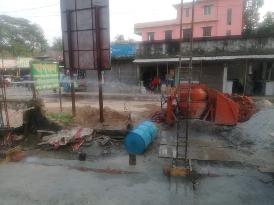 দৌলতখানে হাসপাতালের জমিতে পৌরসভার মার্কেট নির্মাণ কাজ বন্ধ করল প্রশাসন